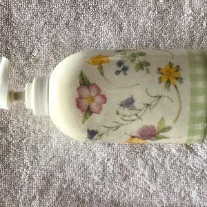 Hallmark soap holder